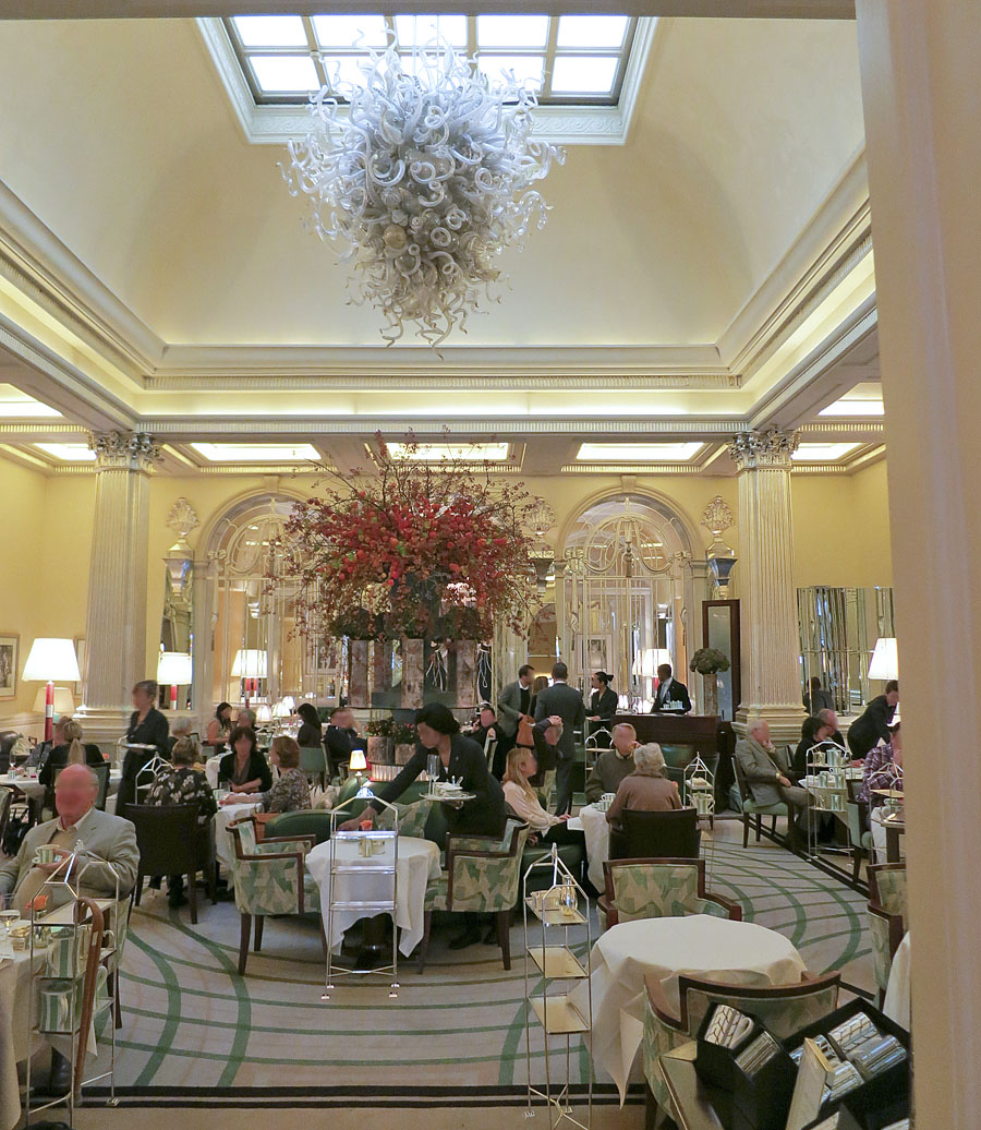 Afternoon tea at claridges london in pictures dale chihuly chandelier in the foyer at claridges london mayfair arubaitofo Images