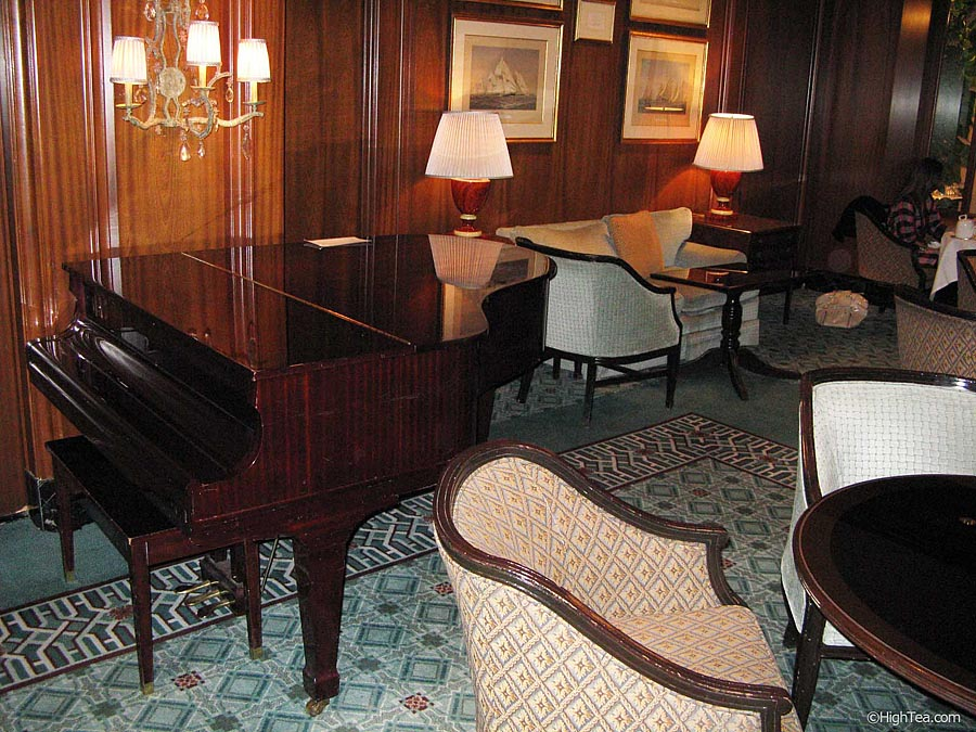 Lobby and piano at Four Seasons Hotel Chicago